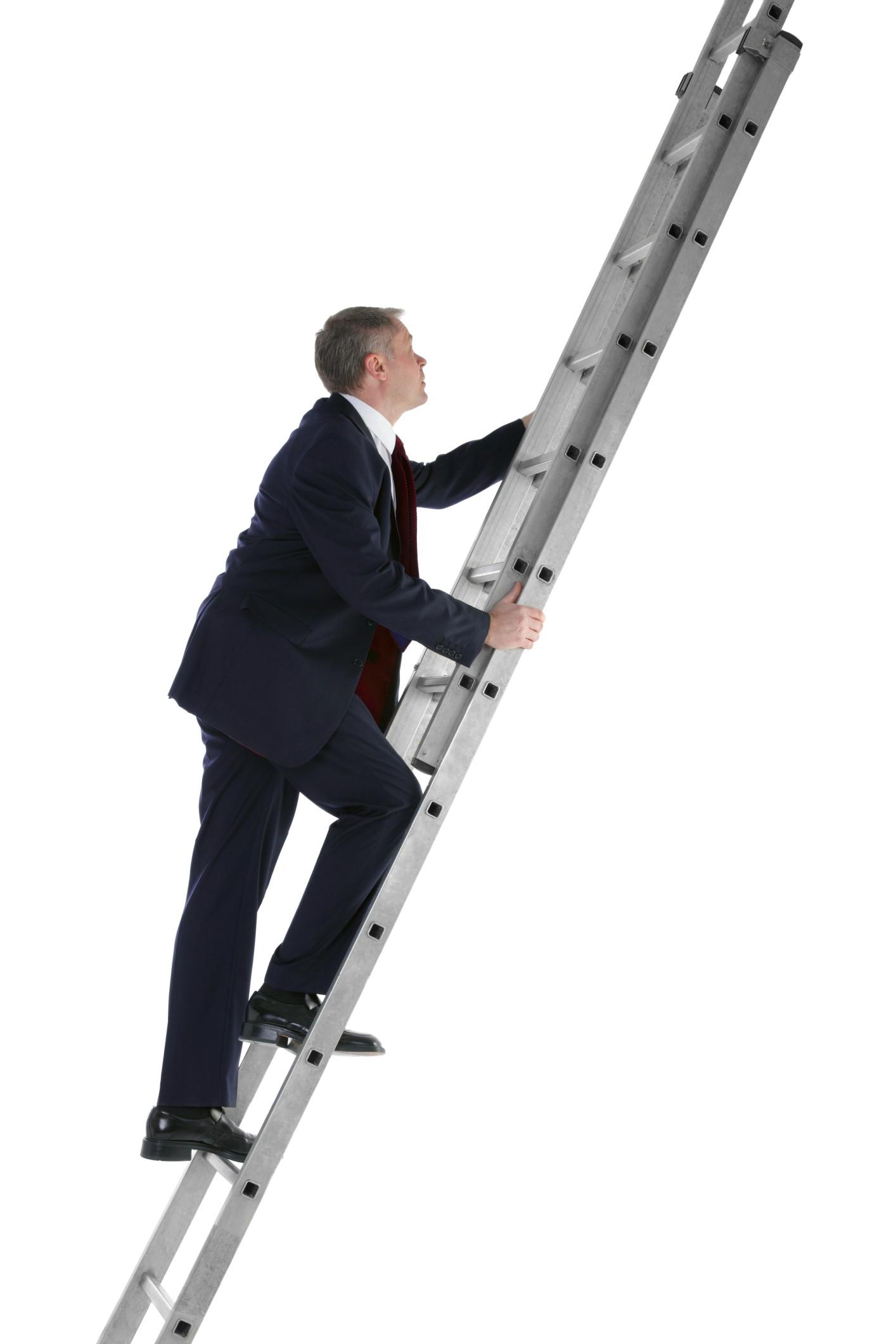 Hombre subiendo la escalera del éxito con el plan de compensación de Vida Divina