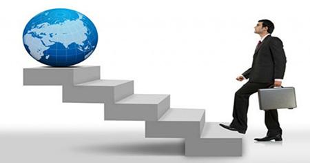 Hombre escalando las escalera del exito en los negocios de multnivel mlm - Vida Divina